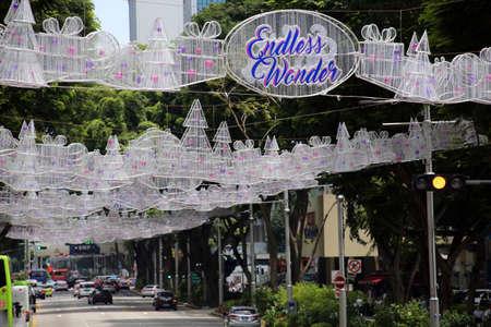 Weihnachtsdekoration in der Obstgarten-Straße Singapur Standard-Bild - 88662809