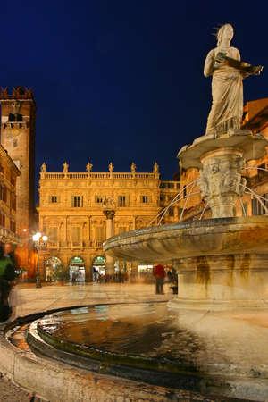 Vierkant Piazza delle Erbe, Verona, Italië