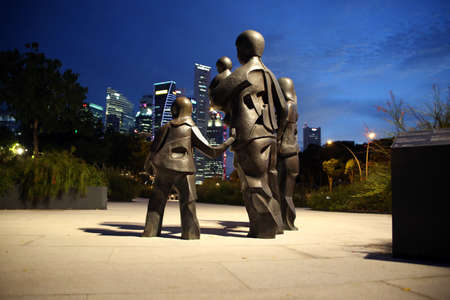 Sculpture Happy Family of Five by Chua Boon Kee in front of the Eaplanade, Singapore