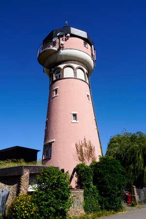 alter Wasserturm - umgebaut in ein Wohngebäude, Noervenich-Wissersheim, Nordrhein-Westfalen, Deutschland Standard-Bild