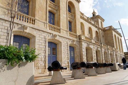 Historic cannon tubes in front of the Malta Maritime Museum, Vittoriosa - Birgu, Malta Editöryel