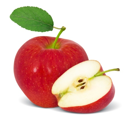manzana roja: Manzana roja con la rebanada y la hoja aislado en blanco