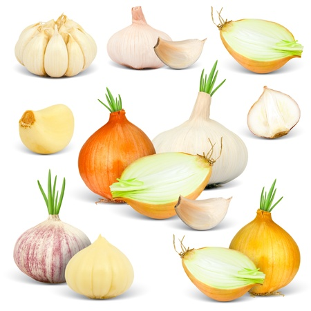 onion peel: Collection of garlic and onions with cloves and slices isolated on white