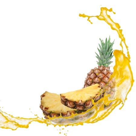 白で隔離されるスプラッシュとパイナップル 写真素材