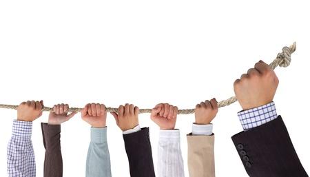 fidelidad: Manos sosteniendo la cuerda con un espacio en blanco para el concepto de liderazgo de texto,