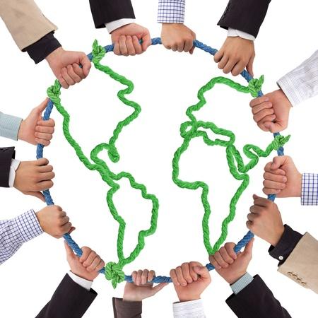 humanidad: Manos sosteniendo la cuerda que forman la Tierra Foto de archivo