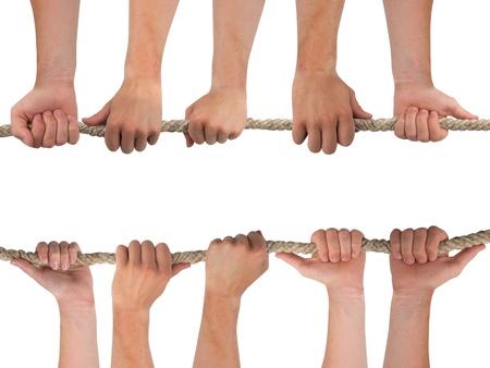 fidelidad: Las manos en fila sosteniendo una cuerda aislados en blanco Foto de archivo
