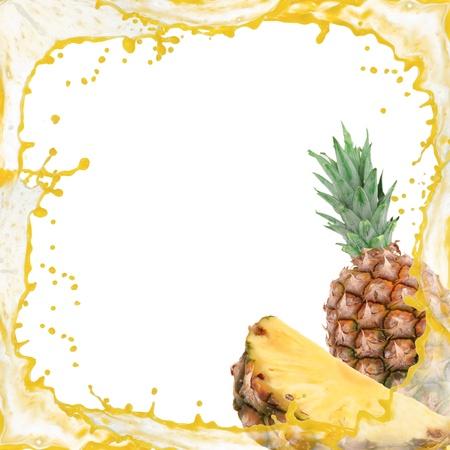 白で隔離されるパイナップルのスプラッシュ フレーム 写真素材