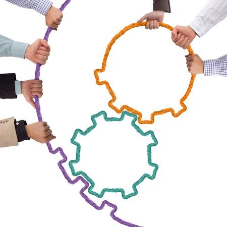 fraternidad: Agarrados de la mano, el concepto de trabajo en equipo toothwheels Foto de archivo