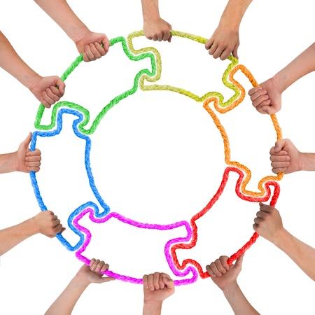 Hände halten Puzzle Kreis bilden Standard-Bild - 16035032