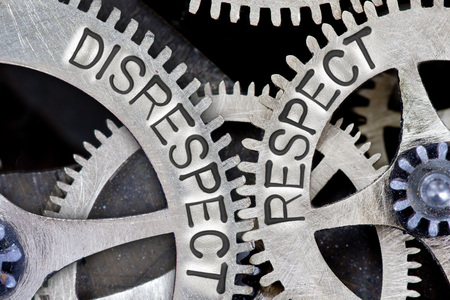 falta de respeto: foto macro de mecanismo de rueda dentada con falta de respeto, cartas de RESPECT