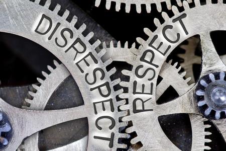 irrespeto: foto macro de mecanismo de rueda dentada con falta de respeto, cartas de RESPECT