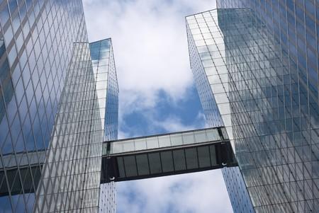 edificio industrial: Moderno edificio de oficinas como Urbano Arquitectura Corporativa
