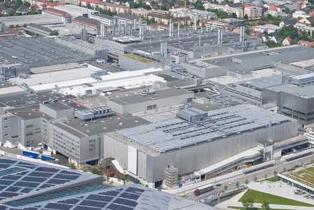 aerial: Moderna Architettura di produzione come simbolo della Corporate Identity