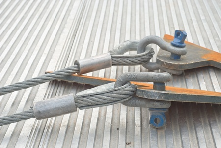 gyve: Industrial Cable with Shackle as Construction Site Equipment