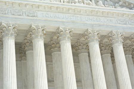 derecho romano: Corte Suprema de los Estados Unidos con la Ley de Igualdad de Justicia En Texto