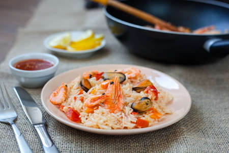 Spanish dish paella with seafood, shrimps in traditional pan Banque d'images