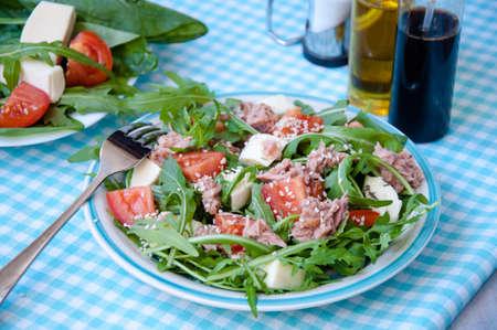 ruccola: fresh salad with tomatoes, ruccola and tuna