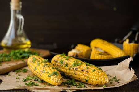 Organic Grilled Mexican Corn with Chili, Cilantro, and Lime Standard-Bild