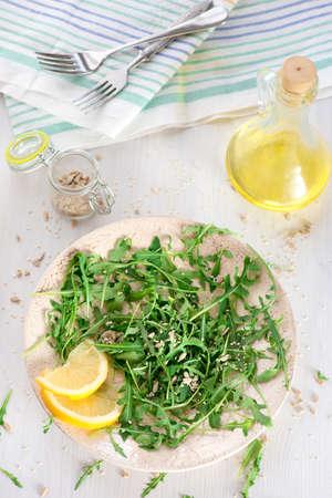 semillas de girasol: fresh arugula salad with sunflower seeds, sesame