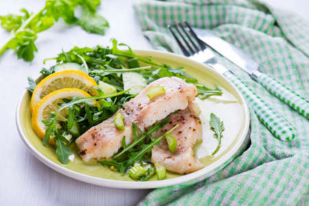 tilapiini: Steamed fish filet with green salad