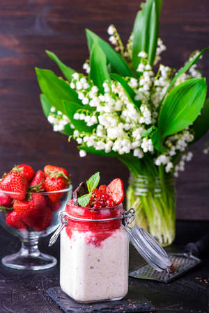 overnight: Healthy overnight oats with strawberry in glass canning jars