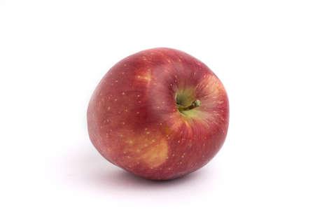 rode appel geïsoleerd op een witte achtergrond