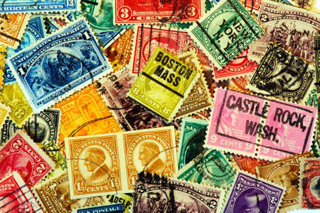 Old American postage stamps with various state cancel Редакционное