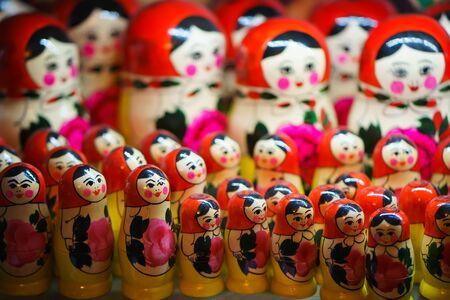 muñecas rusas: Matryoshka tradicional rusa. muñeca rusa Foto de archivo