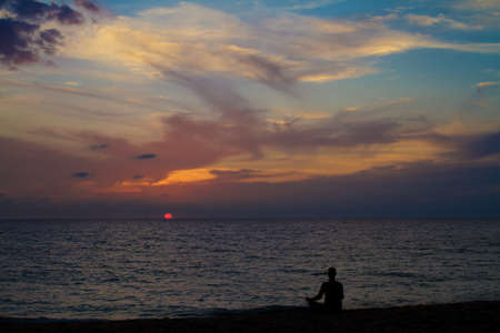 mente humana: Meditación sobre la puesta de sol