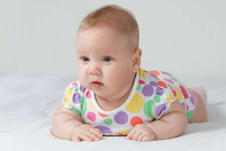 baby in polka-dotted dress Standard-Bild