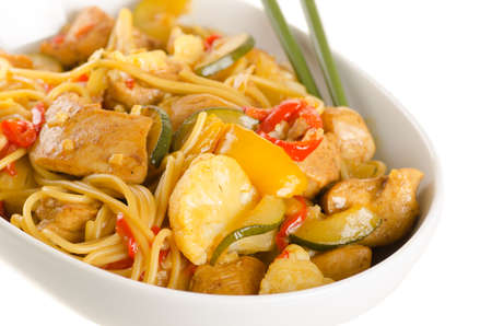 hoisin: stir-fried chinese noodles with chicken, cauliflower, pepper and zucchini Stock Photo