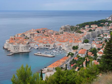 védekező: The former glittering Republic of Ragusa, and now a UNESCO World Heritage site, Dubrovnik has long attracted visitors. For such a tiny place Dubrovnik has a fascinating history. Although its fortunes rose and fell along with those of the powerful neighbou