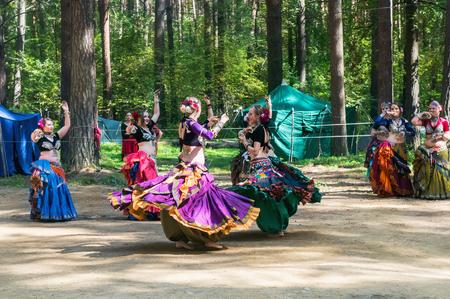 Traditional ethnic dance.  Spin dance. Sajtókép