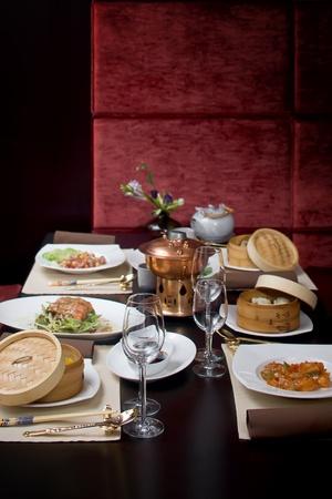 business dinner: Asian restaurant set