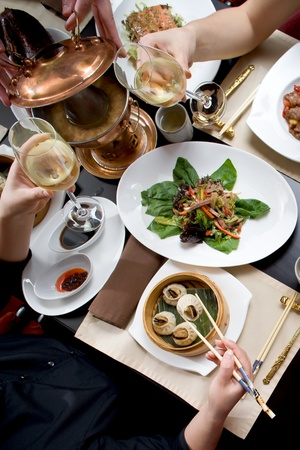familia cenando: Holiday cena en el restaurante chineese Foto de archivo