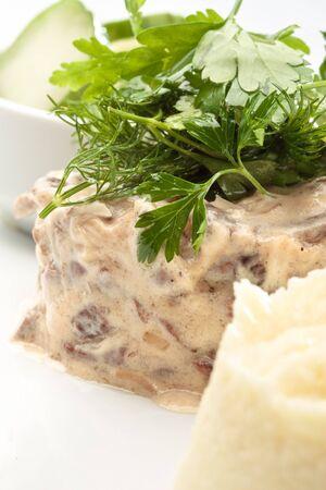 ensalada rusa: Stroganoff de carne de vacuno cerceta con puré de patatas, Ensalada verde y pepinos salados