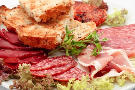 italian sausage: Italian sausage assorted with roasted bread and lattuce