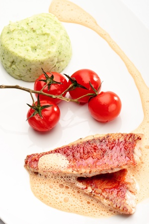 mullet: Red mullet with mashed potatoes and vegetables