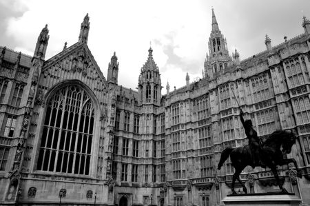 english famous: Parliament in London