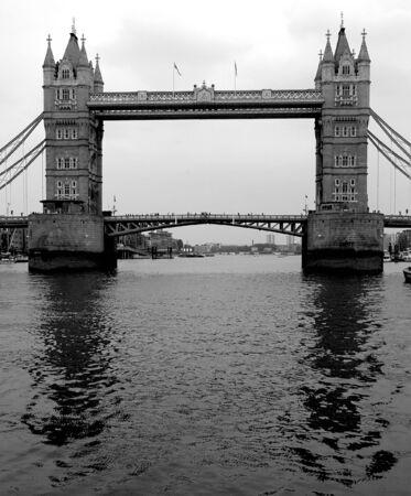 런던의 유명한 타워 브리지 이미지.