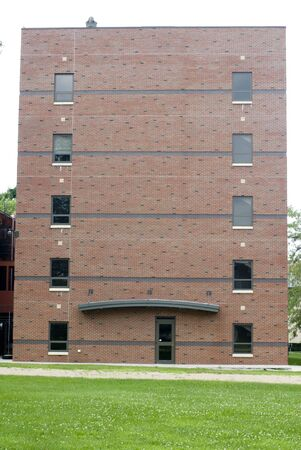 akademik: Zewnętrznego strzał z cegły sypialni budynku. Zdjęcie Seryjne