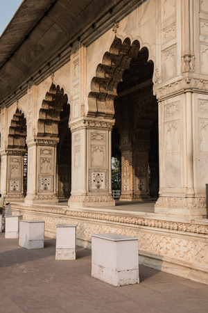 mughal architecture: View of the famous Divan-i-Khas inside Red Fort in Delhi. Built of white marble and sandstone, the architecture is jaw-dropping and depicts classic mughal architecture. Editorial