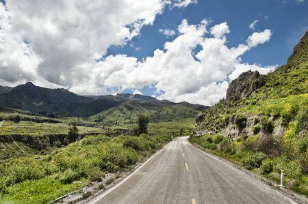 화창한 날에 Chivay 근처 Arequipa 페루 근처 페루 도로.