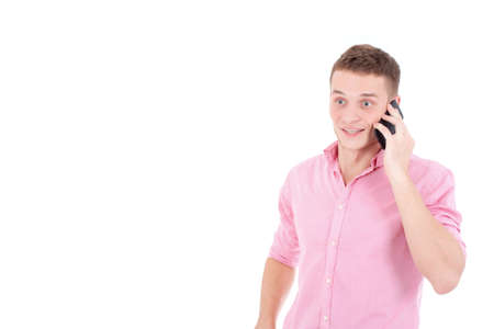 astonishment: Un hombre joven hermoso que habla en el tel�fono y expresar una sorpresa.