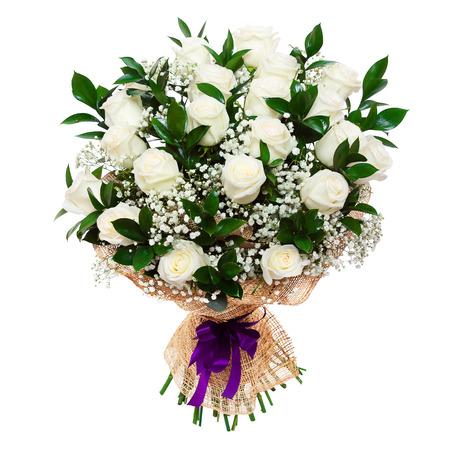 Hermoso ramo de rosas blancas aisladas en blanco. Un gran regalo para una mujer para un aniversario, cumpleaños, día de San Valentín