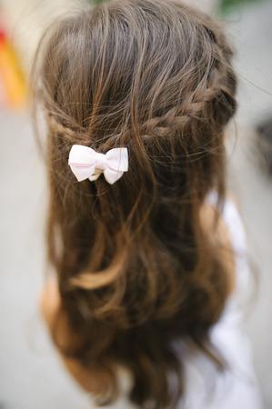 ni�as peque�as: Una ni�a en una peluquer�a