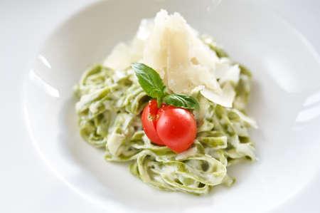 alfredo: Fettucine Alfredo noodles with parmesan and tomato Stock Photo