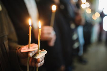 battesimo: Candele durante ortodossa battesimo di battesimo