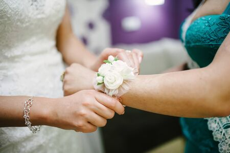 pinning: Pinning a Boutonniere bracelet for guests on wedding